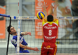 12-02-2011 VOLLEYBAL: AB GRONINGEN/LYCURGUS - DRAISMA DYNAMO: GRONINGEN<br /> In een bomvol Alfa-college Sportcentrum werd Dynamo met 3-2 (25-27, 23-25, 25-19, 25-23 en 16-14) verslagen door Lycurgus / Aanval Willem-Maarten Heins (#12)<br /> ©2011-WWW.FOTOHOOGENDOORN.NL