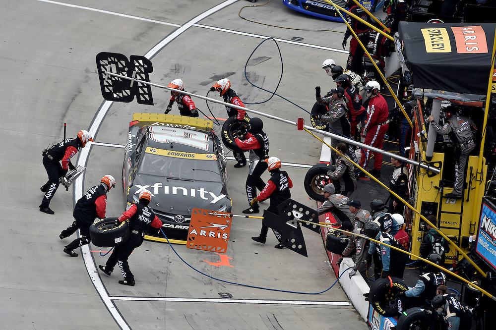 30 October - 1 November, 2015, Martinsville, Virginia USA<br /> Carl Edwards, XFINITY Toyota Camry pit stop<br /> &copy;2015 Scott R LePage <br /> LAT Photo USA
