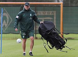 02.07.2011, Trainingsgelaende Werder Bremen, Bremen, GER, 1.FBL, Training Werder Bremen, im Bild Thomas Schaaf (Trainer Werder Bremen)   // during training session from Werder Bremen 2011/07/02    EXPA Pictures © 2011, PhotoCredit: EXPA/ nph/  Frisch       ****** out of GER / CRO  / BEL ******