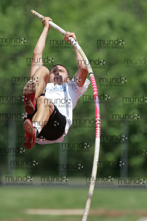 Hamilton, Ontario ---06/06/08--- \o\ competes in the junior boys pole vault at the 2008 OFSAA Track and Field meet in Hamilton, Ontario..SEAN BURGES