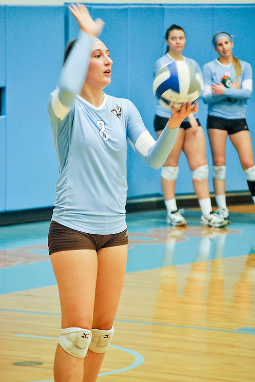 10/18/2013 - Cousens Gym, Tufts Medford campus - Tufts junior, Isabel Kuhel, middle and opposite hitter, prepares to serve the ball during the volleyball home game where Tufts defeats Hamilton 25-12. Caroline Geiling / The Tufts Daily