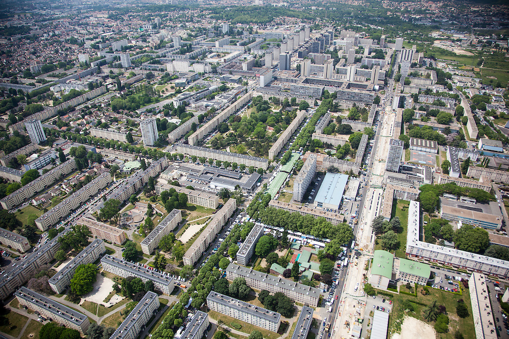 Sarcelles, département du Val-d'Oise (95), le grand stade+Sarcelles Lochères, massive social housing project.