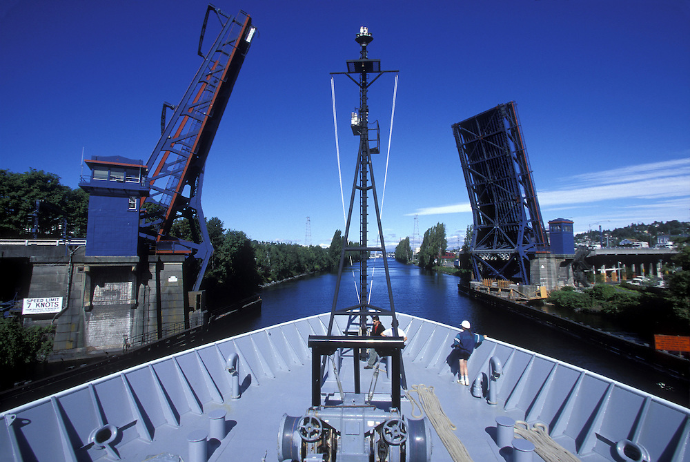 USA, Washington, Seattle, U of Washington Research Ship R/V Thomas G. Thompson sails under Ballard Bridge