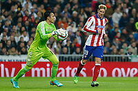 Real Madrid´s Keylor Navas and Atletico de Madrid´s Fernando Torres during Spanish King´s Cup match at Santiago Bernabeu stadium in Madrid, Spain. January 15, 2015. (ALTERPHOTOS/Victor Blanco)