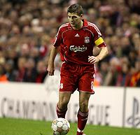 Photo: Paul Greenwood/Sportsbeat Images.<br />Liverpool v Porto. UEFA Champions League. 28/11/2007.<br />Liverpool's Steven Gerrard
