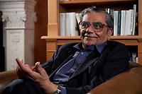 31 MAY 2010, BERLIN/GERMANY:<br /> Jagdish Natwarlal Bhagwati, indischer Oekonom und Professor fuer Politik und Wirtschaft an der Columbia University, waehrend einem Interview, Bibiothek der American Academy<br /> IMAGE: 20100531-02-055<br /> KEYWORDS: Jagdish Bhagwati, Ökonom
