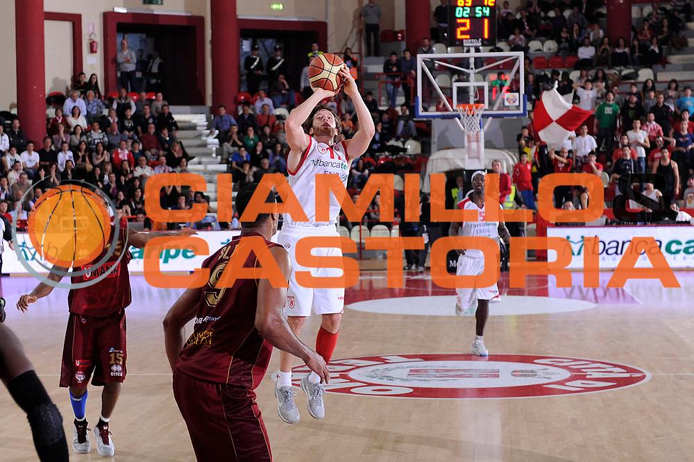 DESCRIZIONE : Teramo Lega A 2011-12 Banca Tercas Teramo Umana Venezia<br /> GIOCATORE : Robert Fultz<br /> CATEGORIA : tiro<br /> SQUADRA : Banca Tercas Teramo<br /> EVENTO : Campionato Lega A 2011-2012<br /> GARA : Banca Tercas Teramo Umana Venezia<br /> DATA : 03/03/2012<br /> SPORT : Pallacanestro<br /> AUTORE : Agenzia Ciamillo-Castoria/C.De Massis<br /> Galleria : Lega Basket A 2011-2012<br /> Fotonotizia : Teramo Lega A 2011-12 Banca Tercas Teramo Umana Venezia<br /> Predefinita :