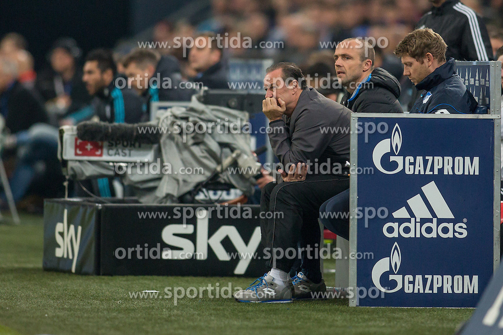 18.12.2015, Veltins Arena, Gelsenkirchen, GER, 1. FBL, Schalke 04 vs TSG 1899 Hoffenheim, 17. Runde, im Bild Trainer Huub Stevens (TSG 1899 Hoffenheim) auf der Trainerbank // during the German Bundesliga 17th round match between Schalke 04 and TSG 1899 Hoffenheim at the Veltins Arena in Gelsenkirchen, Germany on 2015/12/18. EXPA Pictures &copy; 2015, PhotoCredit: EXPA/ Eibner-Pressefoto/ Schueler<br /> <br /> *****ATTENTION - OUT of GER*****