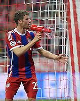 FUSSBALL  CHAMPIONS LEAGUE  SAISON 2014/2015  VIERTELFINALE RUECKSPIEL FC Bayern Muenchen  - FC Porto                   21.04.2015 Thomas Mueller (FC Bayern Muenchen) macht den Capo und gibt mit einem Megaphon den Ton fuer die Fans in der Fankurve an