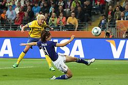 13.07.2011, Commerzbank Arena, Frankfurt, GER, FIFA Women Worldcup 2011, Halbfinale,  Japan (JPN) vs. Schweden (SWE), im Bild.Tor zum 0:1 durch Josefine Oqvist (Schweden) gegen Saki Kumagai (Japan).. // during the FIFA Women´s Worldcup 2011, Semifinal, Japan vs Sweden on 2011/07/13, Commerzbank Arena, Frankfurt, Germany.   EXPA Pictures © 2011, PhotoCredit: EXPA/ nph/  Mueller       ****** out of GER / CRO  / BEL ******