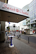 GERMANY - BERLIN - Snackpoint Charlie, fastfoodshops next to Checkpoint Charlie.  PHOTO GERRIT DE HEUS