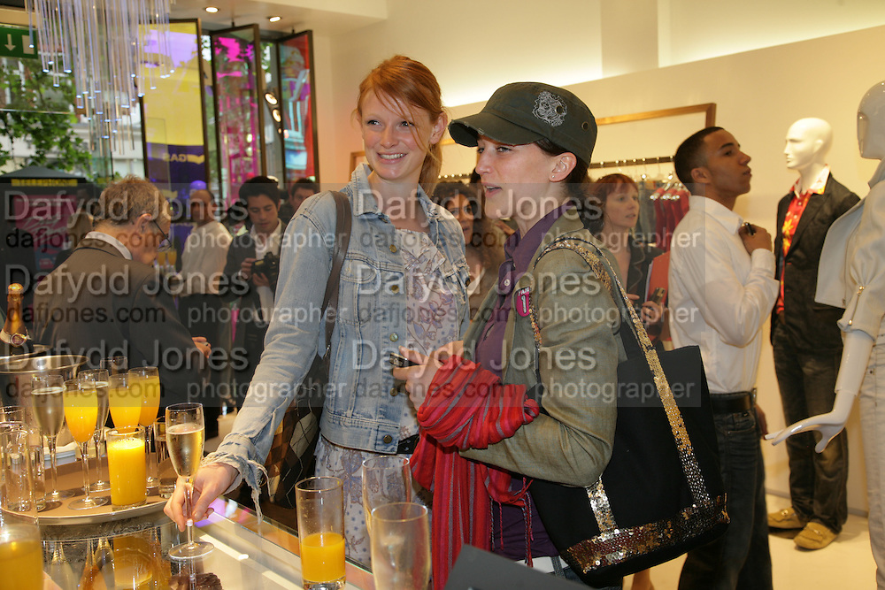 OLIVIA INGE AND MOLLY HALLAM  Gas new concept Flagship store opening. Duke of York Sq. London. 9 May 2007.  -DO NOT ARCHIVE-© Copyright Photograph by Dafydd Jones. 248 Clapham Rd. London SW9 0PZ. Tel 0207 820 0771. www.dafjones.com.