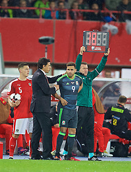 VIENNA, AUSTRIA - Thursday, October 6, 2016: Wales' manager Chris Coleman prepares to bring on substitute Hal Robson-Kanu against Austria during the 2018 FIFA World Cup Qualifying Group D match at the Ernst-Happel-Stadion. (Pic by David Rawcliffe/Propaganda)