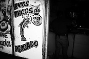 America, Latinoamerica, Mexico, Ensenada.  A fish taco stand in the second hand store area of the city. -05.06.2008, DIGITAL PHOTO, 48MB, copyright: Alex Espinosa/Gruppe28.
