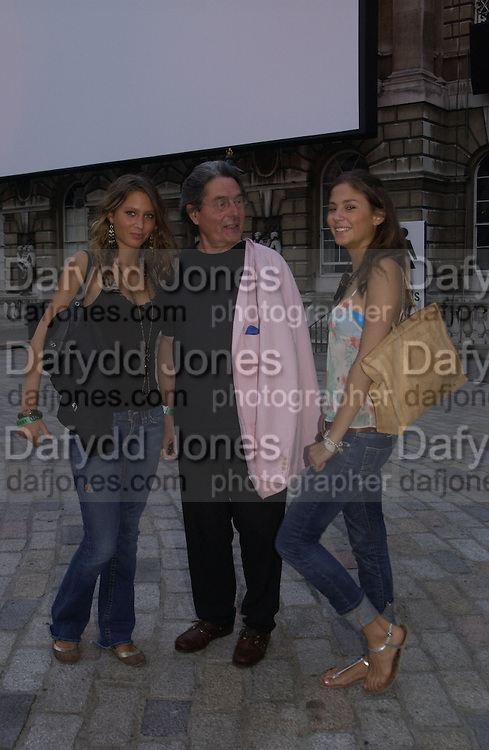 Jemima Jones, Edward Jones and Quentin Jones. Film Four and Somerset House host a Reception and open air screening of Close Encounters of a third Kind. Somerset House, 16 August 2005. ONE TIME USE ONLY - DO NOT ARCHIVE  © Copyright Photograph by Dafydd Jones 66 Stockwell Park Rd. London SW9 0DA Tel 020 7733 0108 www.dafjones.com