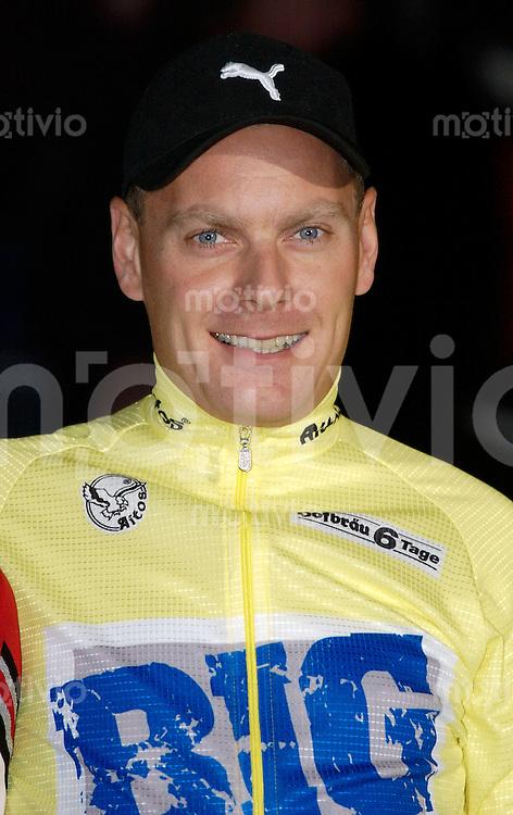 Radsport, Bahnrad, 20. Hofbraeu-6-Tage-Rennen Hanns-Martin-Schleyerhalle Stuttgart (Germany) Fahrervorstellung Michael Sandstod (DNK) Team Big