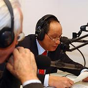 250ste uitzending Radio Phohi, burgemeesrer Verdier en wethouder Metz achter de knoppen