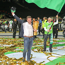 30.05.2015, Olympiastadion, Berlin, GER, DFB Pokal, Borussia Dortmund vs VfL Wolfsburg, Finale, im Bild Chef-Trainer Dieter Hecking (VfL Wolfsburg) haelt den DFB-Pokal in Haenden // during German DFB Pokal Final match between Borussia Dortmund and VfL Wolfsburg at the Olympiastadion in Berlin, Germany on 2015/05/30. EXPA Pictures &copy; 2015, PhotoCredit: EXPA/ Eibner-Pressefoto/ Kolbert<br /> <br /> *****ATTENTION - OUT of GER*****
