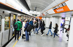 THEMENBILD - Die Wiener Linien sind der städtische Verkehrsbetrieb der österreichischen Bundeshauptstadt Wien. Die U-Bahn-Linie U6 gehört dabei zum Netz der Wiener U-Bahn und verbindet den Bezirk Ottakring mit Bezirk Simmering, im Bild Fahrgäste beim Ein- und Aussteigen am Westbahnhof. Aufgenommen am 19. Februar 2017 // The Wiener Linien are the city traffic enterprise of the federal capital of Austria Vienna. The metro line U6 is part of the metro network of Vienna and connects Ottakring with Simmering, This picture shows passengers entering and getting off a U3 train, Vienna, Austria on 2017/02/19. EXPA Pictures © 2017, PhotoCredit: EXPA/ Sebastian Pucher