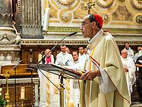 Cardinal Barbarin<br /> Comme chaque annee, les autorites civiles et religieuses de Lyon etaient reunies le 8 septembre, fete de la nativite de la Vierge Marie, pour le renouvellement du v&oelig;u des Echevins.<br /> Cette fete tire son origine du v&oelig;u fait par les echevins, le 12 mars 1643.La peste sevit alors &agrave; Lyon (il s&rsquo;agissait en fait du scorbut)le prevot des marchands, ancetre de la fonction de maire, et quatre echevins demandent &agrave; la Vierge Marie de proteger la ville d&rsquo;une epidemie et promettent de faire un pelerinage a Fourviere et d'offrir un ecu d'or ainsi que sept livres de cire blanche.<br /> Peu de temps apres, l'epidemie recule, leur voeu est exauce, en grande partie grace aux progres en matiere d&rsquo;hygiene dans la ville. <br /> Depuis, chaque 8 septembre, le maire de Lyon et les elus montent a Fourviere perpetuer cet engagement. Depuis le balcon de la Basilique, l'archeveque benit la ville avec le Saint Sacrement. Trois coups de canon annoncent cette benediction.