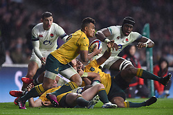 Will Genia of Australia in possession - Mandatory byline: Patrick Khachfe/JMP - 07966 386802 - 18/11/2017 - RUGBY UNION - Twickenham Stadium - London, England - England v Australia - Old Mutual Wealth Series International