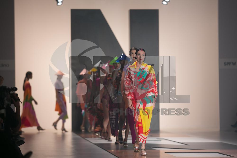 SAO PAULO, SP, 20 DE MARÇO DE 2013. SPFW - PRIMAVERA VERAO 2013 - Neon. A marca Neon apresenta sua coleção moda praia no terceiro dia de desfiles da Sao Paulo Fashion Week - verão 2014 no Pavilhão da Bienal. FOTO ADRIANA SPACA/BRAZIL PHOTO PRESS