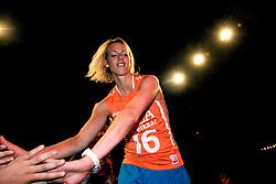 10-05-2008 VOLLEYBAL: DELA MEIDENDAG: APELDOORN<br /> Zo n 1500 meisjes woonden de teampresentatie van het Nederlands vrouwenvolleybalteam bij. De DELA meidendag werd weer een groot succes / Debby Stam<br /> ©2008-WWW.FOTOHOOGENDOORN.NL