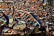 Nederland, Gelderland, Zutphen, 01-20-2011; Oude binnenstad op donderdagse marktdag, marktkramen, markt op de Zaad-, Hout-, en Groenmarkt. Sint Walburgiskerk. .Marketday in the old center of the Hansa city of Zutphen..luchtfoto (toeslag), aerial photo (additional fee required).copyright foto/photo Siebe Swart