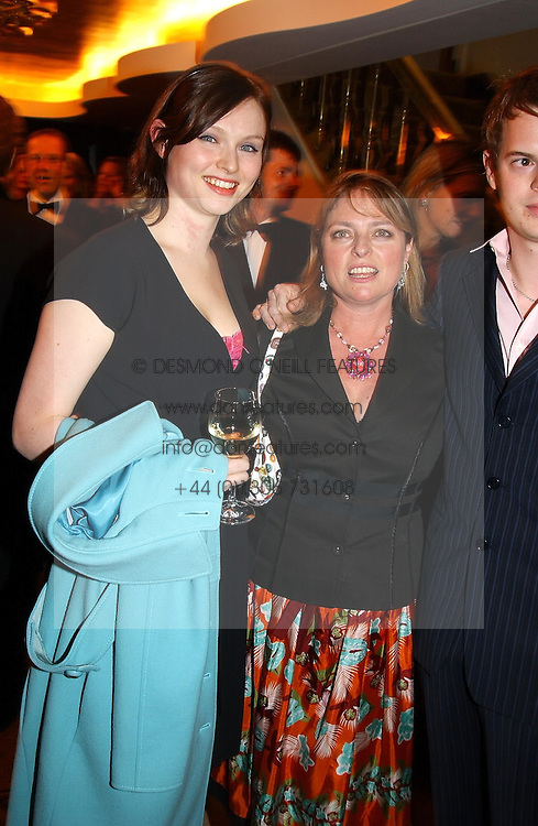 Left to right, singer SOPHIE ELLIS-BEXTOR her mother JANET ELLIS and RICHARD JONES at The Caron Keating Foundation Dinner in honour of the late TV presenter who died in April 2004, held at The Savoy, London on 4th October 2004.<br /><br /><br /><br />NON EXCLUSIVE - WORLD RIGHTS