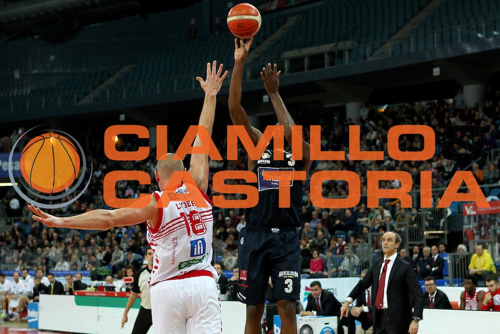 04-01-16 Pesaro<br /> Basket - Consultinvest VL Pesaro vs Manital Torino<br /> White tiro da tre<br /> Photo Fabrizio Petrangeli/CIAMILLO