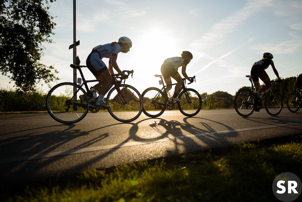 Tail of the peloton chasing back as the sun sets at the 103 km Stage 1 of the Boels Ladies Tour 2016 on 30th August 2016 in Tiel, Netherlands. (Photo by Sean Robinson/Velofocus).