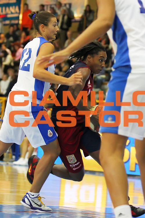 DESCRIZIONE : Cervia Lega A1 Femminile 2011-12 Opening Day 2011 Club Atletico Faenza CUS Cagliari<br /> GIOCATORE : Latara Darret<br /> SQUADRA : CUS Cagliari<br /> EVENTO : Campionato Lega A1 Femminile 2011-2012 <br /> GARA : Club Atletico Faenza CUS Cagliari<br /> DATA : 16/10/2011 <br /> CATEGORIA : <br /> SPORT : Pallacanestro <br /> AUTORE : Agenzia Ciamillo-Castoria/ElioCastoria<br /> Galleria : Lega Basket Femminile 2011-2012 <br /> Fotonotizia : Cervia Lega A1 Femminile 2011-12 Opening Day 2011 Club Atletico Faenza CUS Cagliari<br /> Predefinita :