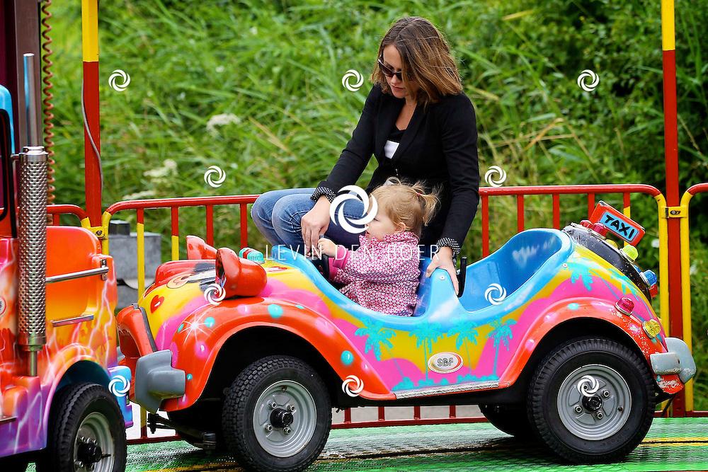 ZALTBOMMEL - Op het parkeerterrein aan de Beersteeg is weer de jaarlijkse kermis voor jong en oud. FOTO LEVIN DEN BOER - PERSFOTO.NU