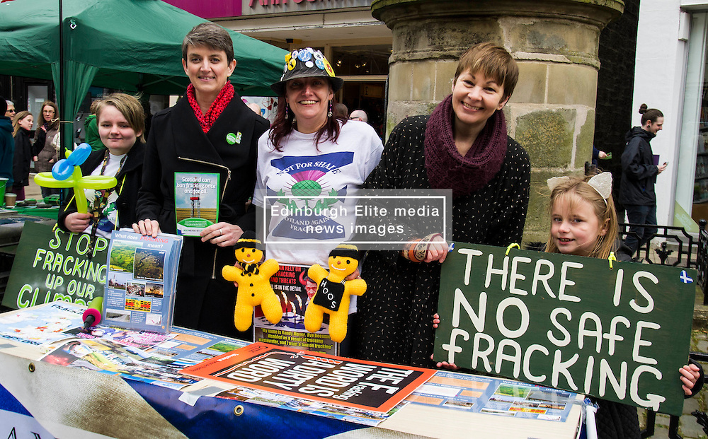 Pictured: Trish Buchan (hat) with her daughters Rachel (left) and Rebecca (right) met Maggie Champmand and Caroline Lucas as they manned the ir anti-fracking stall.<br /> <br /> As part of her visit to Scotland to support Greens candidates in the Scottish election, Green MP Caroline Lucas joined Scottish Greens colleagues Maggie Chapman, Greens co-convener, Mark Ruskell, candidate for Mid Scotland and Fife, Kirsten Robb, candidate for Central Scotland and John Wilson, candidate for Central Scotland, to meet anti-fracking campaigners in Falkirk <br /> <br /> Ger Harley | EEm 29 April 2016