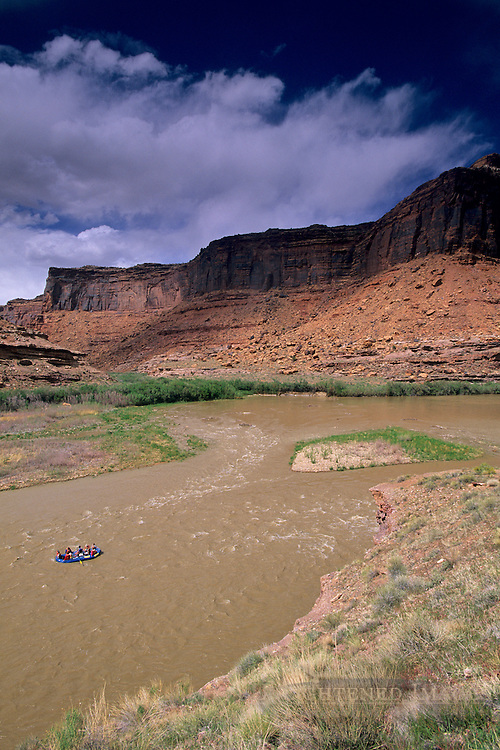 Tag-a-Long Rafting tour, Colorado River canyon, near Moab, UTAH