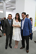 Jeff Koons, Stephanie Seymour and Peter Brant, Jeff Koons: Hulk Elvis. private view. Gagosian Gallery. 18 1une 2007.  -DO NOT ARCHIVE-© Copyright Photograph by Dafydd Jones. 248 Clapham Rd. London SW9 0PZ. Tel 0207 820 0771. www.dafjones.com.