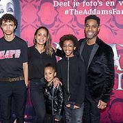 NLD/Amsterdam/20191201 - Nederlandse premiere The Addams Family, Urvin Monte met zijn gezin