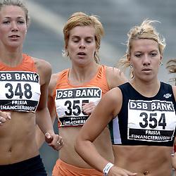 09-07-2006 ATLETIEK: NK BAAN: AMSTERDAM<br /> Lotte Visschers en winnares Yvonne Hak<br /> ©2006-WWW.FOTOHOOGENDOORN.NL