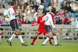 OSLO, NORWAY - Thursday, May 27, 2004:  Wales' Gareth Roberts and Norway's Claus Lundekvam during the International Friendly match at the Ullevaal Stadium, Oslo, Norway. (Photo by David Rawcliffe/Propaganda)