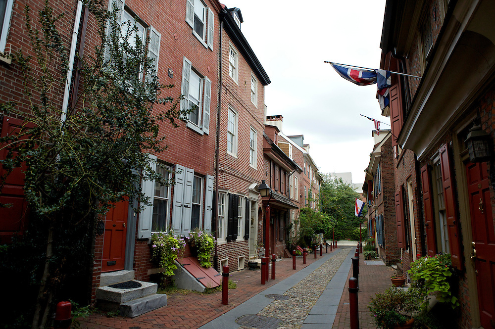 UNITED STATES-PHILADELPHIA-Elfreth's Alley. America's oldest street. PHOTO: GERRIT DE HEUS..VERENIGDE STATEN-PHILADELPHIA- Elfreth's Alley. De oudste bewoonde straat van Amerika. COPYRIGHT GERRIT DE HEUS