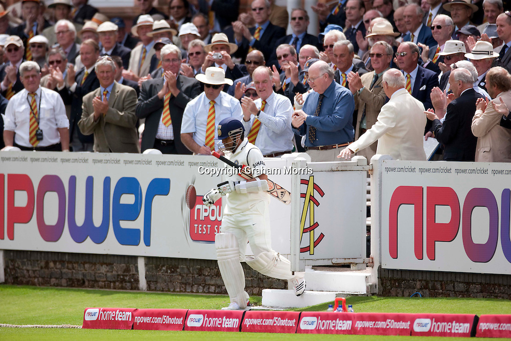 Sachin Tendulkar receives a standing ovation as he walks out to bat during the first npower Test Match between England and India at Lord's Cricket Ground, London.  Photo: Graham Morris (Tel: +44(0)20 8969 4192 Email: sales@cricketpix.com) 23/07/11