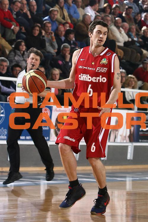 DESCRIZIONE : Rieti Lega A1 2007-08 Solsonica Rieti Cimberio Varese<br /> GIOCATORE : Gregor Hafnar<br /> SQUADRA : Cimberio Varese<br /> EVENTO : Campionato Lega A1 2007-2008 <br /> GARA : Solsonica Rieti Cimberio Varese<br /> DATA : 27/01/2008<br /> CATEGORIA : palleggio<br /> SPORT : Pallacanestro <br /> AUTORE : Agenzia Ciamillo-Castoria/E.Castoria