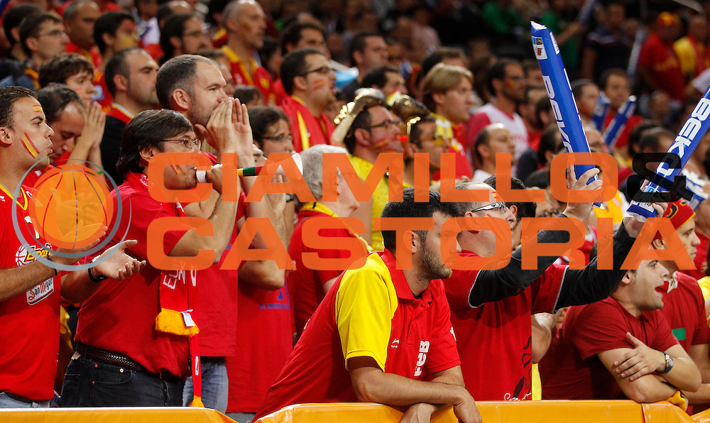 DESCRIZIONE : Kaunas Lithuania Lituania Eurobasket Men 2011 Semifinali Semi Final Round Spagna Macedonia Spain F.Y.R. of Macedonia<br /> GIOCATORE : Tifosi Supporters Fans Spagna Spain<br /> SQUADRA : Spagna Spain<br /> EVENTO : Eurobasket Men 2011<br /> GARA : Spagna Macedonia Spain F.Y.R. of Macedonia<br /> DATA : 16/09/2011 <br /> CATEGORIA : tifosi<br /> SPORT : Pallacanestro <br /> AUTORE : Agenzia Ciamillo-Castoria/L.Kulbis<br /> Galleria : Eurobasket Men 2011 <br /> Fotonotizia : Kaunas Lithuania Lituania Eurobasket Men 2011 Semifinali Semi Final Round Spagna Macedonia Spain F.Y.R. of Macedonia<br /> Predefinita :