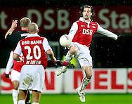 24-11-2007: Voetbal:AZ-WILLEM II: ALKMAAR<br /> Simon Cziommer komt hoger bij de bal dan Steef Nieuwendaal (buiten beeld)<br /> Foto: Geert van Erven