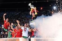 FUSSBALL EUROPAMEISTERSCHAFT 2008  Deutschland 0-1  Spanien    29.06.2008 JUBEL ESP, Xavi Hernandez, David Villa, Sergio Ramos und Kapitaen Iker Casillas mit EURO Pokal, Coupe Henri Delaunay (v.li.)