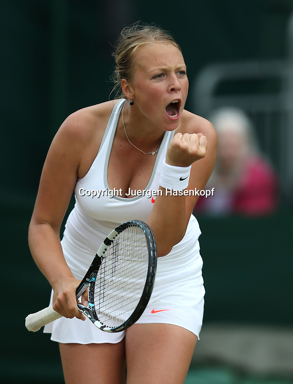Wimbledon Championships 2013, AELTC,London,<br /> ITF Grand Slam Tennis Tournament,<br /> Junioren Wettbewerb, Anett Kontaveit (EST) macht die Faust und jubelt,Jubel,Emotion,<br /> Einzelbild,Halbkoerper,Hochformat,
