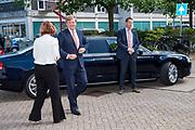 Koning Willem-Alexander bezoekt Taal Doet Meer, een van de winnaars van een Appeltje van Oranje 2019. Taal Doet Meer zorgt ervoor dat Utrechters die Nederlands niet als moedertaal hebben, kunnen meedoen in de Utrechtse samenleving<br /> <br /> King Willem-Alexander visits Taal Doet Meer, one of the winners of an Appeltje van Oranje 2019. Taal Doet Meer ensures that Utrechters who do not have Dutch as their mother tongue can participate in Utrecht society