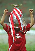 Hasan SALIHAMIDZIC, mit dem Pokal auf dem Kopf<br />Bayern MŸnchen Champions League Sieger 2001