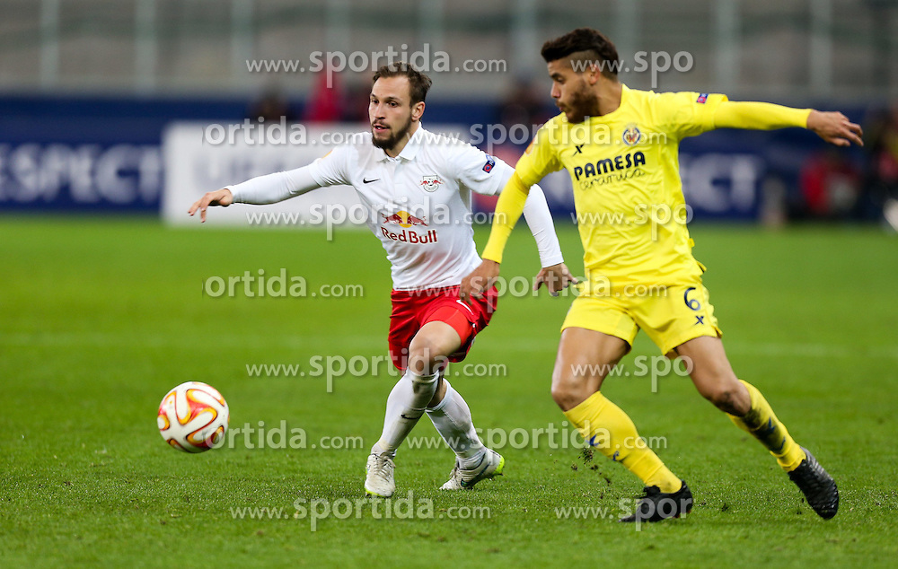 26.02.2015, Red Bull Arena, AUT, UEFA EL, FC Red Bull Salzburg vs Villareal CF, Sechzehntelfinale, Rückspiel, im Bild Andreas Ulmer, (Red Bull Salzburg) und Jonathan dos Santos, (Villareal CF)// during the UEFA Europa League round of 32, 2nd leg match between FC Red Bull Salzburg and Villareal CF at the Red Bull Arena in Salzburg, Austria on 2015/02/26. EXPA Pictures © 2015, PhotoCredit EXPA/ Roland Hackl