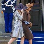 NLD/Amsterdam/20161128 - Belgisch Koningspaar start staatsbezoek aan Nederland, Koningin Maxima en koningin Mathilde